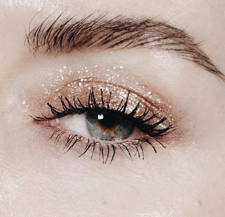 A neutral holiday eye look