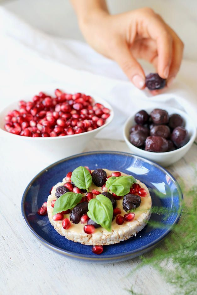 RICE CAKE SNACK IDEA » tahini, pomegranate seeds, kalamata olives, fresh basil {vegan, plant-based, gluten free}