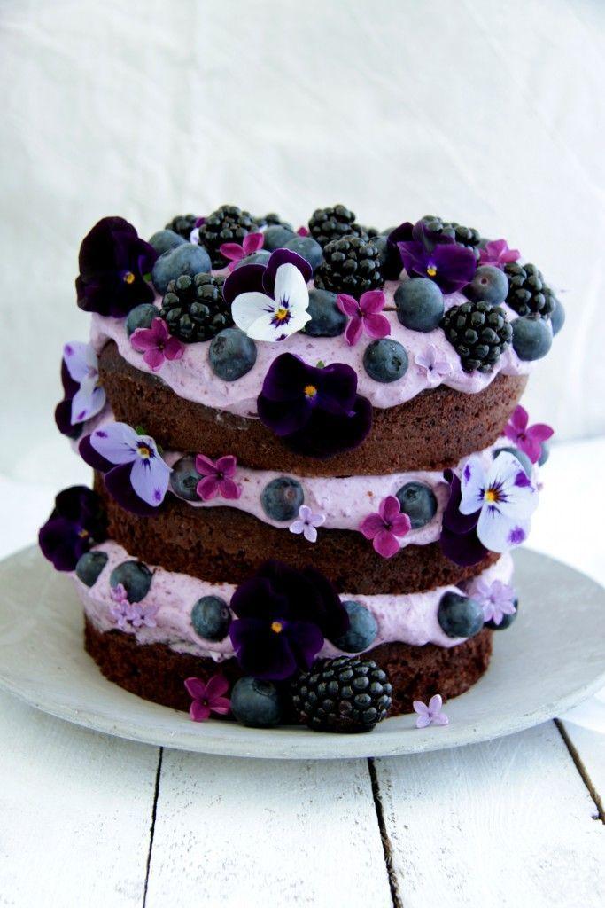 BEAUTIFUL Chocolate cake with blueberry cream