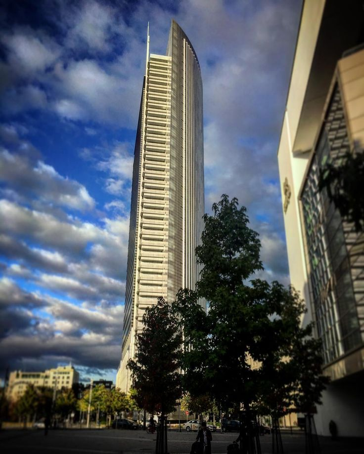 Scraping the sky - Autumn atmosphere in Frankfurt  #instagood #instagram  #frankfurt #view #ffm  #thecreative  #awesome #lovemylife  #artsofvisuals #ic_bw  #nofilter  #iphoneonly  #onmyway  #photography  #skyporn  #writing #iphone6 #autumn #evening #enjoy  #sky  #architecture #mpfund #igersfrankfurt #view #sunset #city #diewocheaufinstagram #writersonig