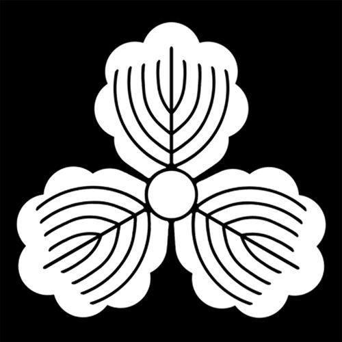 三つ柏 みつがしわ Mitsu gashiwa. The design of 3 leaves of oak.