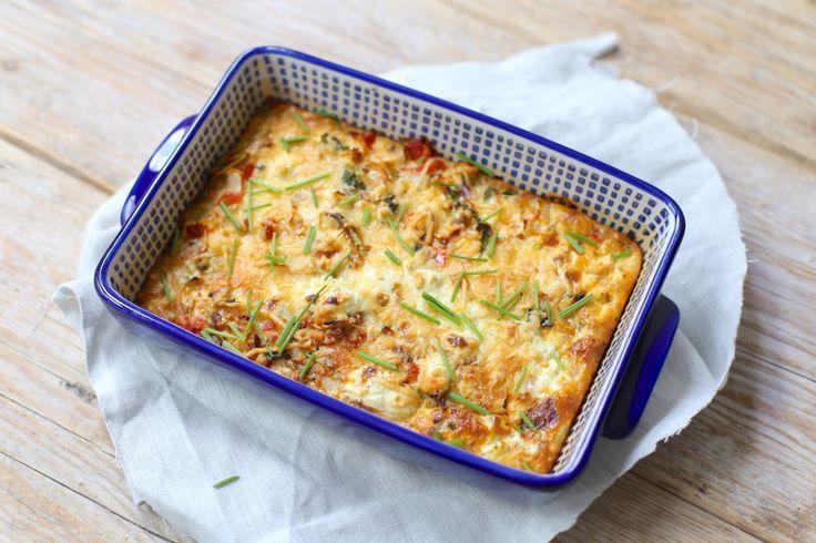 Wij hebben gekozen om een frittata met ui, courgette, prei en paprikate maken maar je kunt ook kiezen voor andere groenten of een zakje voorgesneden groenten.