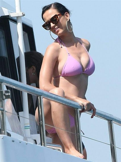 Katy Perry Showing Off Her Nips And Camel Toe In A Tight Bikini!!!(9pics)  Gettin Hot in Here - Google+