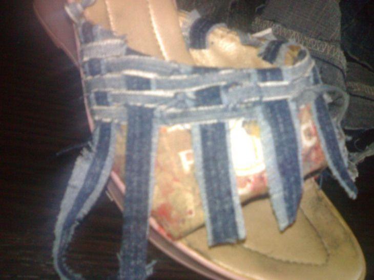 Остальное: из старых шлепок - джинсовые плетёнки . . . (Переделка обуви, джинсовая обувь своими руками) ФОТО #2