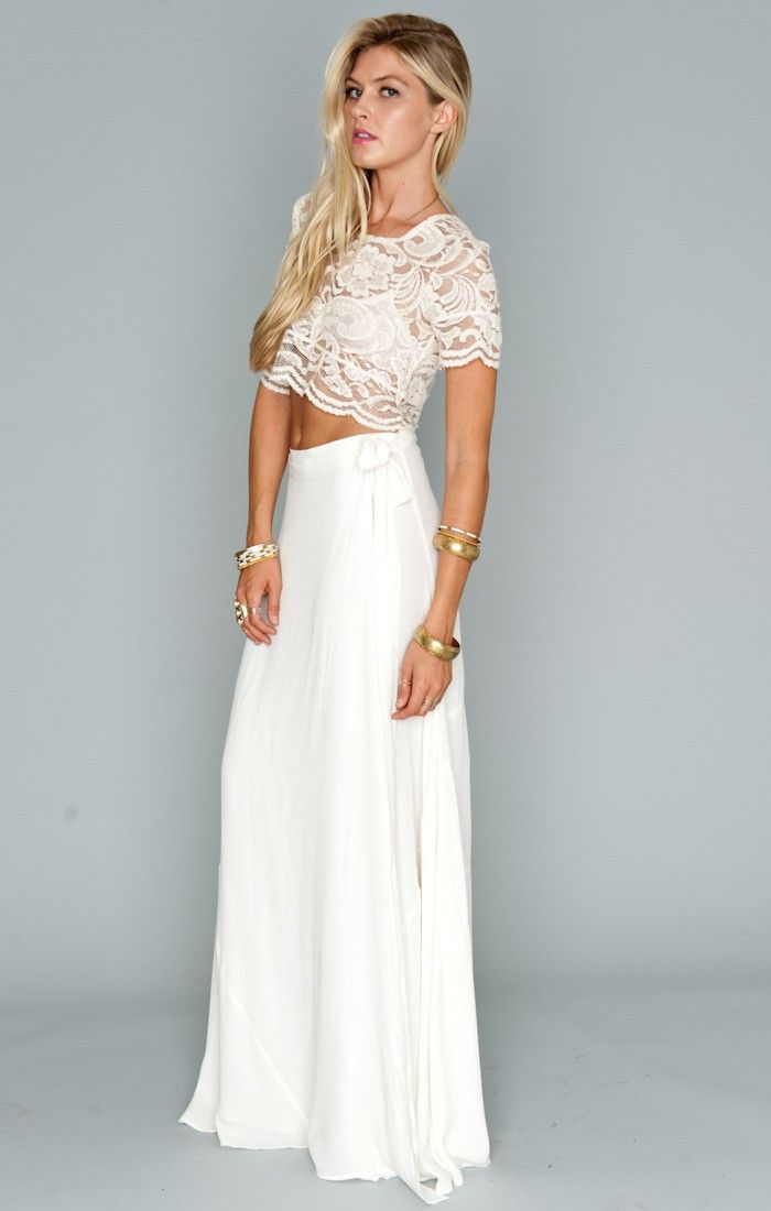 maxi skirt and lace top (longer and tucked in) Okay might be my perfect Casual Bridesmaid Idea. Girls can wear the pieces after the wedding too