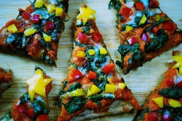 Christmas tree pizzas http://www.parentdish.co.uk/food/christmas-tree-pizzas-easy-festive-recipe-for-children/#
