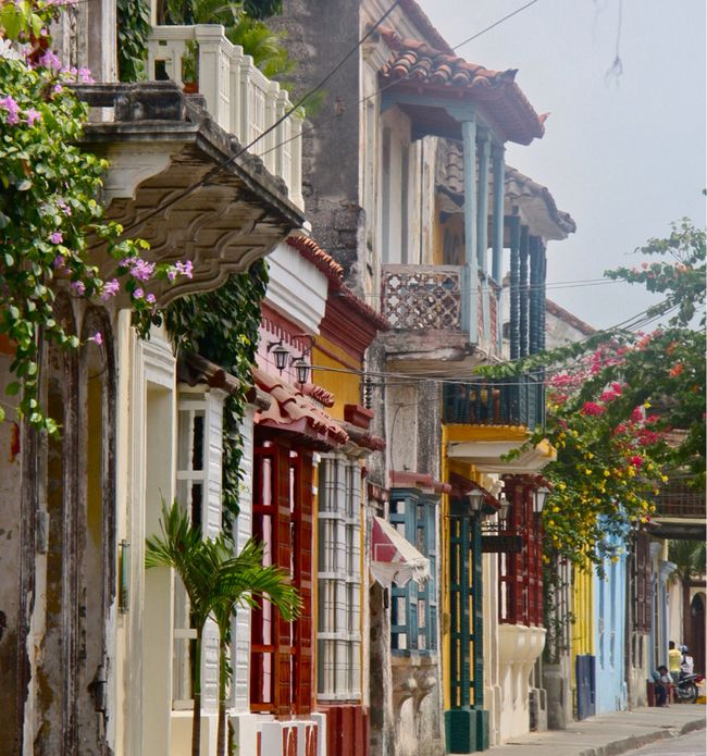 The colorful homes of Cartagena, Colombia >>> Oh man, I am dying to go here! Have you been?