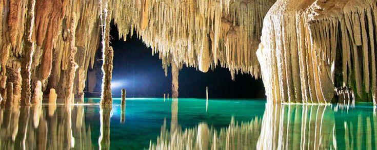 Río Secreto, el paraíso subterráneo de Playa del Carmen. Conoce Río Secreto, una reserva natural subterránea en Playa del Carmen con aguas cristalinas y formaciones de piedra impresionantes.