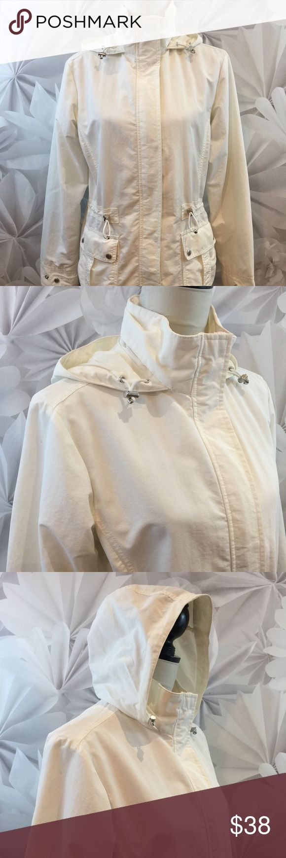 "Lands' End Women's Rain Coat Hoodie Full Zip Lands End Women's Rain Coat Pack Away Hooded Spring Full Zip Sz S Euc Lined  Bust: 41"" Length: 26 1/2"" Sleeves: 24""  We would be thrilled to combine shipping!  This garment is in excellent used condition. There are no stains, spots, pills, or signs of wear. This item comes from a smoke free pet free environment. Please follow us on our store and never miss another sale! Lands' End Jackets & Coats"