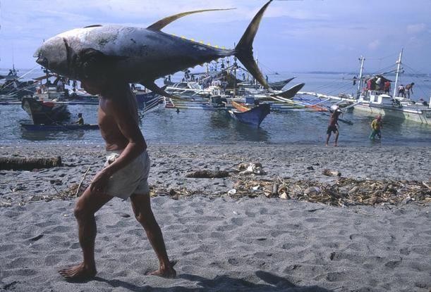 Magnum Photos Photographer Portfolio - PHILIPPINES. 1996. General Santos. Hiroji Kubota