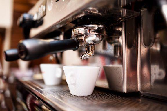 Barista mieten in Köln: Verwöhnen Sie Ihre Kunden mit dem besten Kaffee!