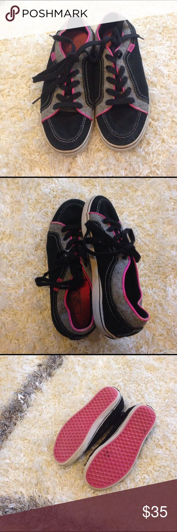 NWOT 👟 woman's vans size 7.5 👟 NWOT. Woman's vans sneakers / athletic shoes  size 7.5w 5m. Great condition! 👟👟 Only wore a few times then stopped because it kept hurting my heel, so it never had the chance to get broken in!  Super cute, black, with grey and white stripes, pink lining and black laces. 👟☺️ Vans Shoes Sneakers