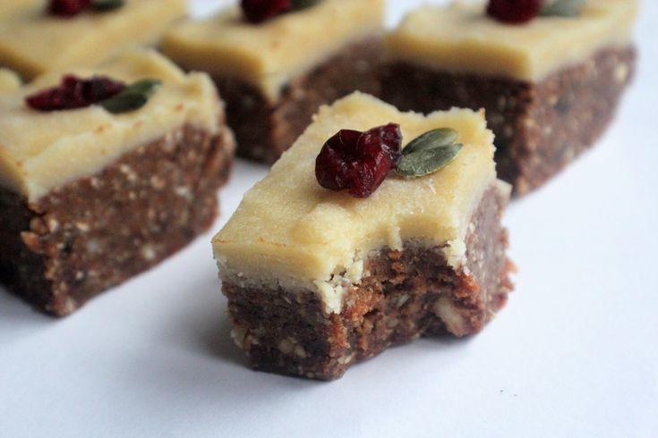 Raw Christmas Cake Bites & Marzipan Frosting - vegan /dairy-free / gluten-free / no refined sugar