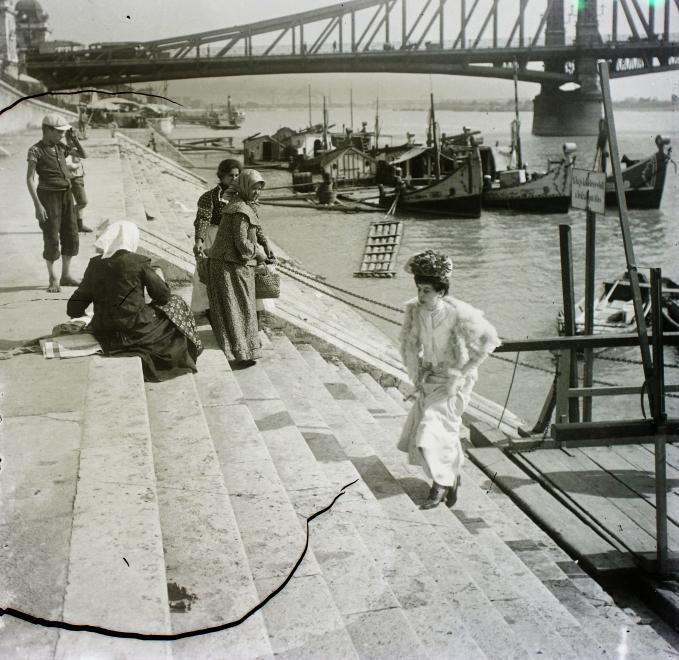 A zseniális gyűjtemény 610 fotót tett fel az oldalára a mai napon, mind csodálatos 20. század elején készült fotográfia az egykor volt Budapestről, az ereje teljében lévő Magyarországról, Erdélyről és a Felvidékről. Nem találunk szavakat.