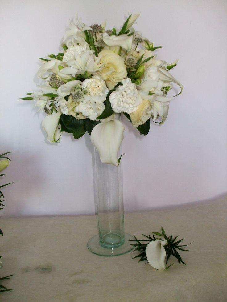 Dawno... :)  zantedeschia, goździk, eustoma i róża...