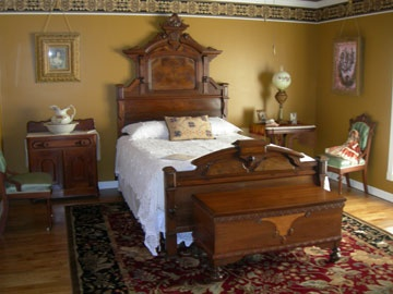 I Like The Classic Feel Of This Room. Antique BedroomsSweet ...