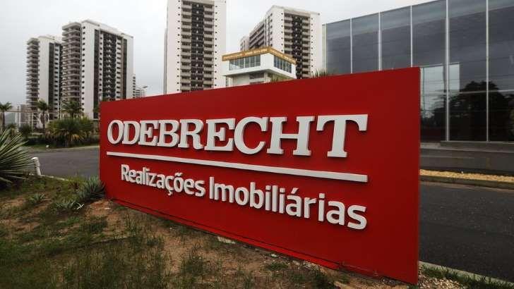 Placa da Odebrecht na Vila Olímpica do Rio: Odebrecht participou de inúmeras obras do governo - incluindo a Vila Olímpica da Rio 2016