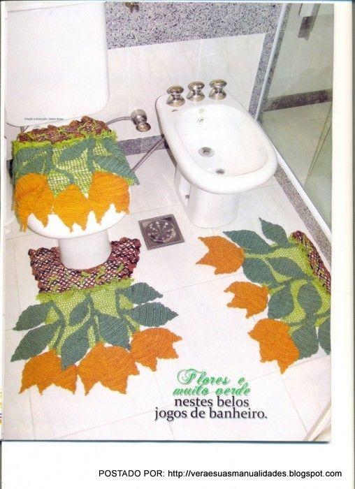 Olá amigas (os)!   Continuando a postagem de tapetes em croche,   hoje vou postar mais alguns modelos com flores:           Receita e gráfi...