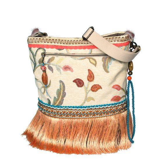 Franje schoudertas in beige en perzik met bloemen, Ibiza handtas one of a kind, handgemaakte tassen bohemian, exclusief cadeau voor dames