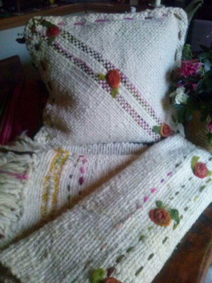 Piecera y cojin  tejida telar lana rustica de oveja