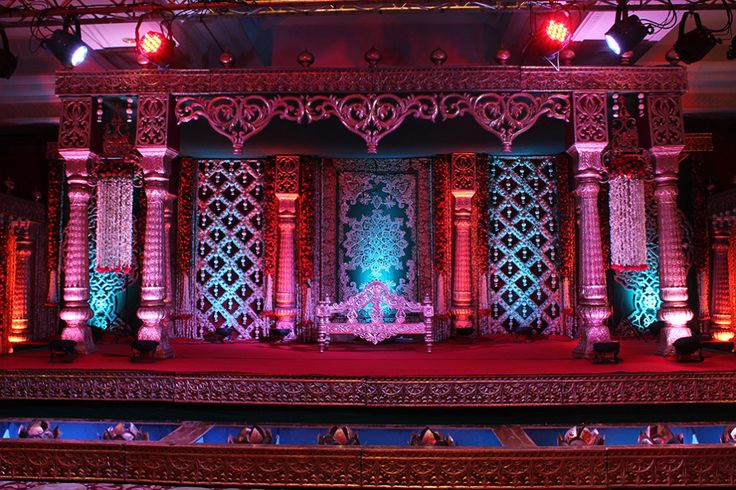 Looking for Best Wedding Stage Decorators in India? FNP Wedding has a professionals team of wedding stage decorators who can provide you best service.