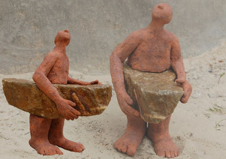 Marianne van den Berg, Roeien met de riemen die je hebt II, ceramic patinated 24 x 12 x 23cm