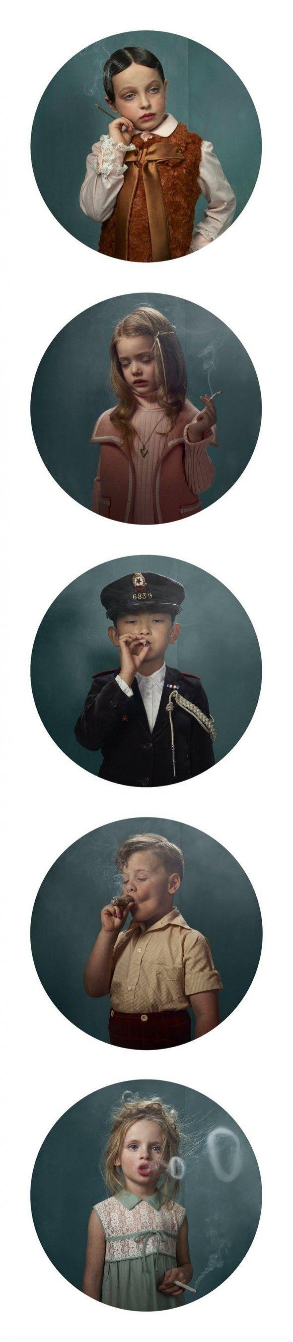 """La photographe bruxelloise Frieke Janssens a réalisée cette série de portraits intitulée  """"La beauté d'une horrible addiction"""" mettant en scène de jeunes enfants prenant des pauses de fumeurs adult..."""