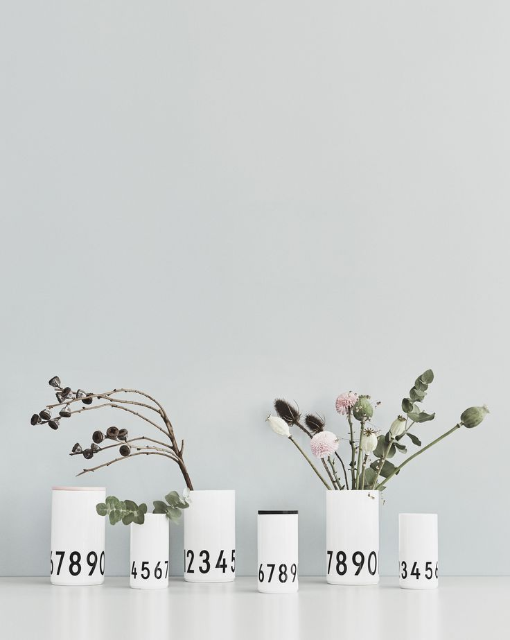 Graphic vase in white porcelain with AJ Vintage ABC numbers. Perfect for a spring flower bouquet. Or add a wooden lid and use it for storage. Available in two sizes.