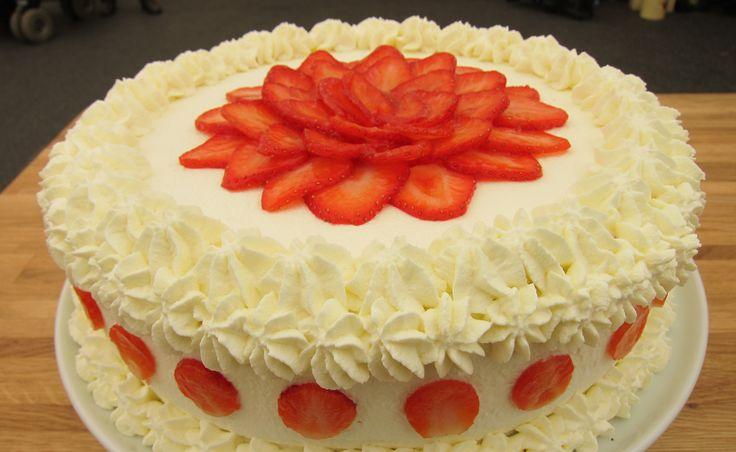 Den store bagedyst: Jordbærlagkage | Femina