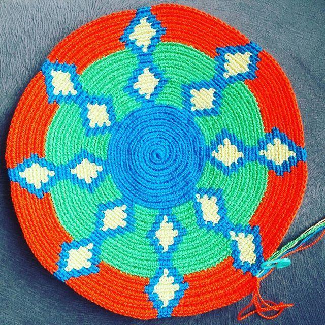 Bu kadın artık her sırada paylaşır bunu yandınız 🙈 #crochet#crocheting#knit#kjitting#örgü#tığişi #wayuutribe #wayuuturkey #sevgiyleörüyoruz #birlikteörelim #örgümüseviyorum #örgüm #haken #uncinetto #ganchillo #instacolor #colorful #wayuumochila #bodem #virkat #вязание #10marifet #craftastherapy #wayuu#wayuulovers