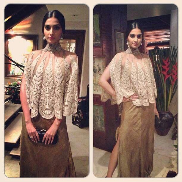 Sonam Kapoor in Anamika Khanna for SRK's Eid bash