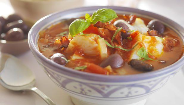 En deilig, dampende gryte med torsk og råvarer inspirert av det portugisiske kjøkkenet, men denne oppskriften er raskere enn den tradisjonelle bacalaoen med klippfisk.