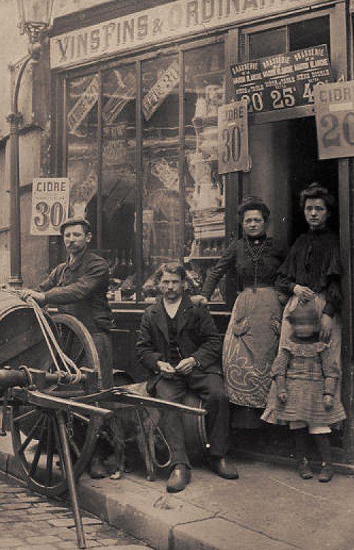 rue de la Montagne-Sainte-Geneviève - Paris 5ème Nous voici devant la Brasserie de la Maison Blanche, rue de la Montagne-Sainte-Geneviève, vers 1900.