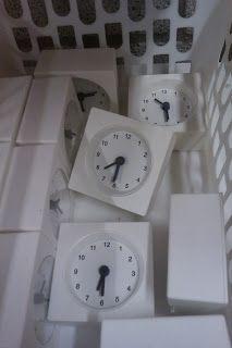 klokjes van Ikea 99 cent om de tijden te oefenen