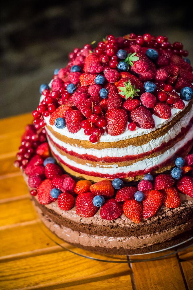 Friss gyümölcsös csokis és mascarponés esküvői naced cake. www.asztalka.com