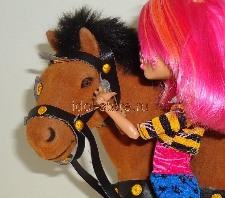 Flocked Horses, Лошадь для куклы. * Лошадь игрушечная породы клейдесдаль рыжая со сбруей подойдет для игры с некоторыми шарнирными куклами до 28 см; а именно брендам Barbie, Monster High, Ever After High, BJD AI, Bratz, Moxie, Winx, Blythe и других. На фото Howleen Wolf Monster high - кукла Хоулин Вульф Монстер Монстр Хай