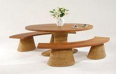 Da Brisa Móveis: a mesa oval com tampo em madeira de demolição e estrutura em alumínio pode ser revestida com fibra sintética ou natural
