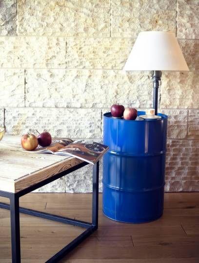 Beczka-lampka i stolik w jednym