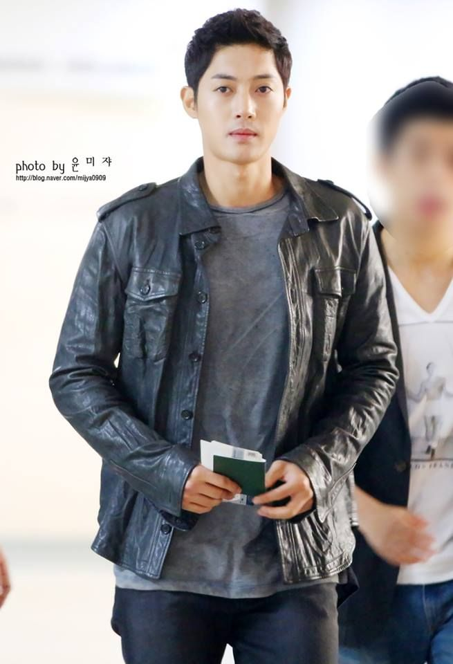Kim Hyun Joong ♡ departing Gimpo airport for Korean Entertainment 10th anniversary award in Japan