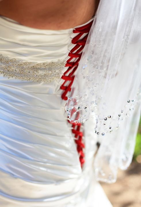 The red stitching on this baseball bride's wedding dress is amazing!  Simple and elegant ...  #baseballwedding