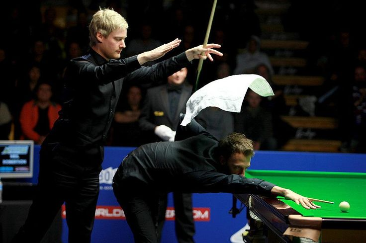 Neil Robertson threw the towel to Judd Trump!