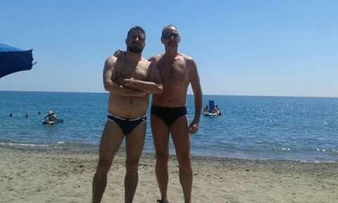 Uomini in spiaggia