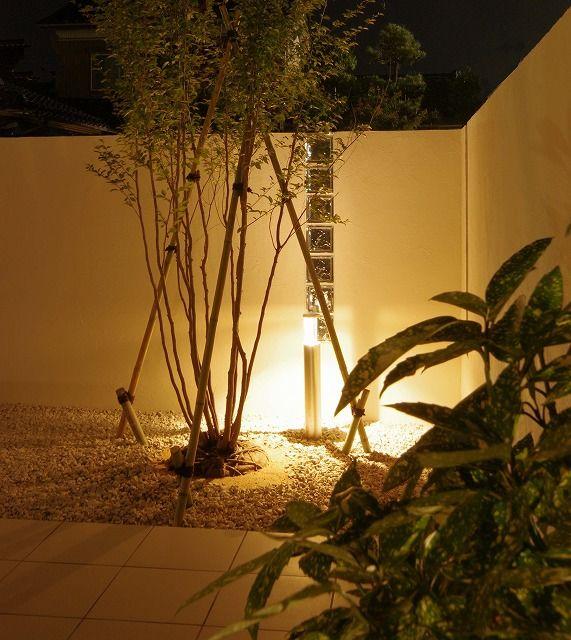 外観を引きたてるエクステリア。光で楽しむシャドーライティング。 #lightingmeister #pinterest #gardenlighting #outdoorlighting #exterior #garden #light #house #home #shadow #shadowlighting #stone #stonewall #エクステリア #シャドーライティング #影 #陰 #石 #石壁 #家 #庭 #照明 Instagram https://instagram.com/lightingmeister/ Facebook https://www.facebook.com/LightingMeister