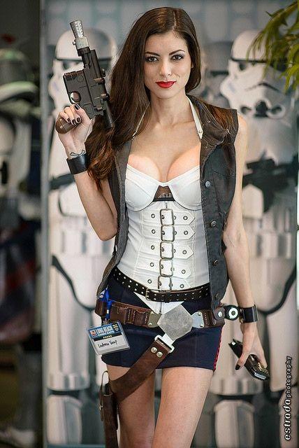 J'ai trouvé le précédent cosplay très réussi, comme cela fait un bon moment que je ne vous ai pas présenté un cosplay de Star Wars je viens rectifier cette