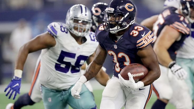Chicago Bears running back Jeremy Langford is expected to miss four to six weeks with a sprained ankle, a source told ESPN's Adam Schefter. Bears coach John Fox confirmed earlier Monday that Langford sprained an ankle in the Bears' 31-17 loss to the Dallas Cowboys, but he did not provide a tim...
