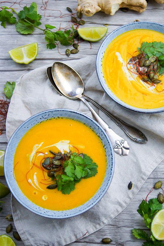Thai Kürbis-Möhren-Suppe Rezept (Vegan, Glutenfrei, Low Fat)   Jetzt wird es herbstlich mit dieser Thai Kürbis-Karotten-Suppe. Mit geröstetem Butternusskürbis, ein Traum, ohne Sahne und trotzdem cremig. Die Suppe ist richtig lecker!