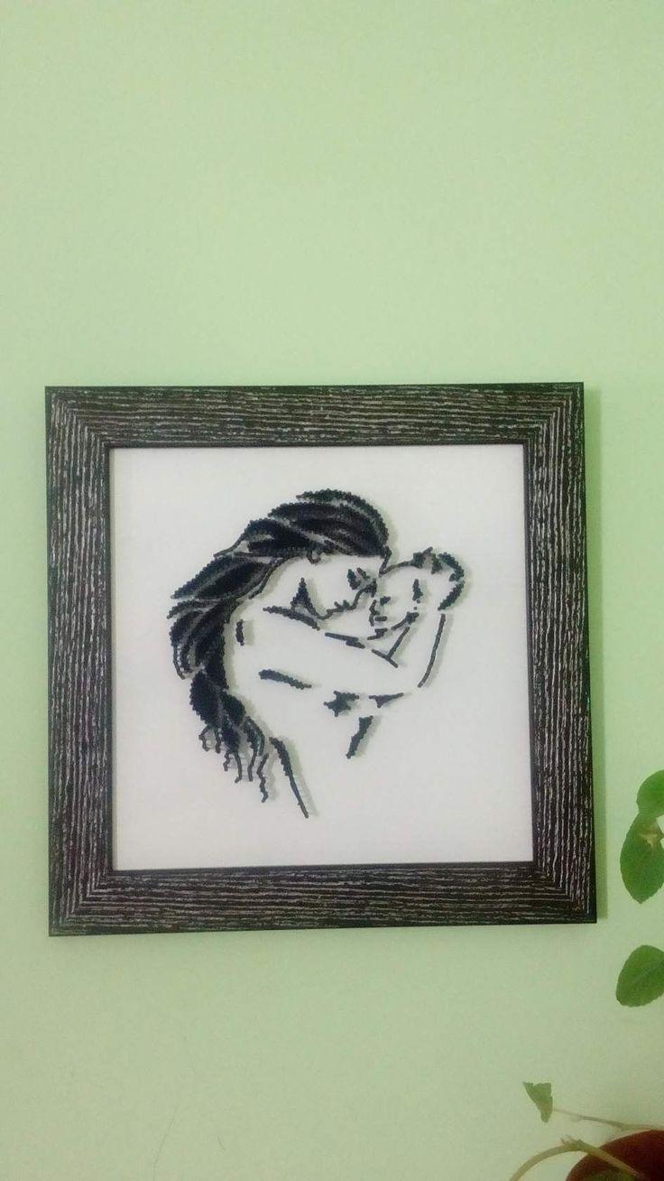 младенец. Картина из гвоздей и ниток.