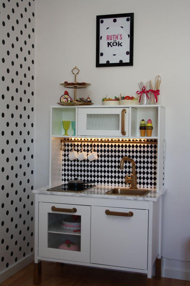 Min dotter Ruths hackade IKEA kök DUKTIG