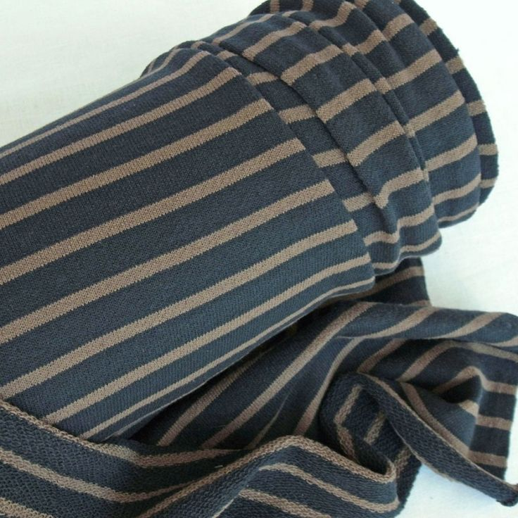 Dark Navy Stripe Loop Back Jersey 92% cotton, 8% polyester. Italian light medium weight. 2m x 148cm. For Coco dress?