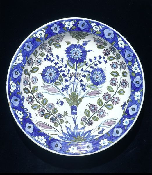 Dish, Iznik, Turkey, ca. 1540. Fritware, polychrome underglaze painted, glazed. Diameter: 31.7 cm, Height: 5.8 cm. Salting Bequest. Museum number: C.1985-1910 © V Images.